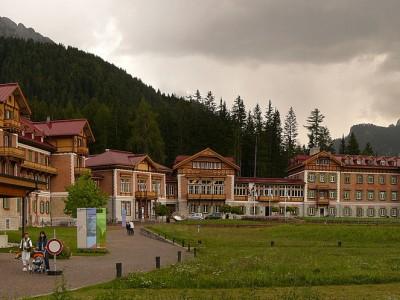 1200px-Grand_Hotel_Dobbiaco