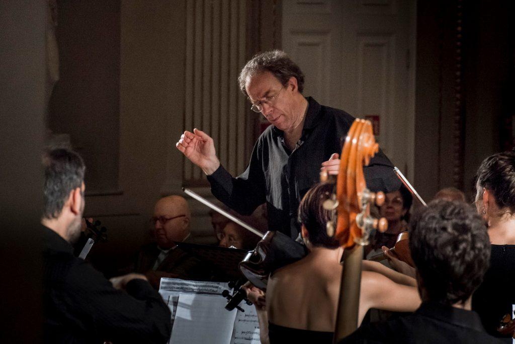 alfredo bernardini dirige Theresia Youth Orchestra